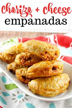 delicious and three ingredients - chorizo & cheese empanadas - on the table in minutes! Chorizo Recipes, Pork Recipes, Mexican Food Recipes, New Recipes, Dinner Recipes, Cooking Recipes, Easy Recipes, Tapas, Pork Empanadas