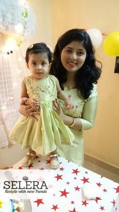 New Birthday Dress 2018 Ideas Mom Daughter Matching Outfits, Mommy Daughter Dresses, Mom And Baby Dresses, Mother Daughter Fashion, Mom Dress, Dresses Kids Girl, Mother Daughters, Kids Outfits, Kids Blouse Designs