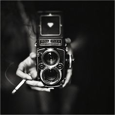 Vintage Cameras Check out these six black and white photography tips for getting great results. - Black and white photography can give certain scenes a striking, timeless quality when done well. Not every shot will work in B Black And White Aesthetic, Black N White, Black And White Pictures, White Charcoal, Photography Camera, Vintage Photography, Photography Tips, Classic Photography, Motorcycle Photography