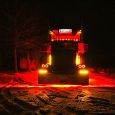 Heavy Duty Trucks, Big Rig Trucks, Semi Trucks, Cool Trucks, Custom Peterbilt, Peterbilt 379, Peterbilt Trucks, Train Truck, Road Train