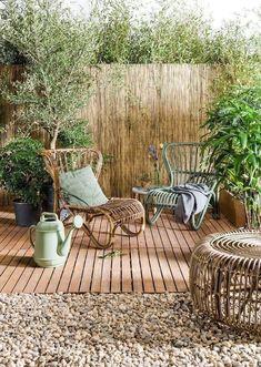 regardsetmaisons: Aménager un salon d'été sur sa terrasse avec un petit budget Patio Garden Ideas On A Budget, Backyard Ideas For Small Yards, Budget Patio, Diy Patio, Backyard Patio, Backyard Landscaping, Small Garden Ideas Bamboo, Small Garden Oasis, Pavers Patio