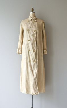 Fashion relevant & in perfect condtion despite being over 100 years old this Edwardian linen duster coat is lightweight and sturdy with double