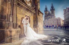 Fotka v albu Wedding photoshooting - Misura Travel & Bossy Photo Studio… Old Town Square, Wedding Photoshoot, Photo Studio, Prague, Wedding Dresses, Travel, Fashion, Bride Gowns, Voyage