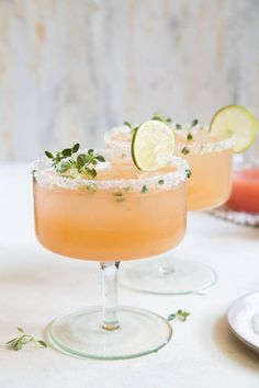 A refreshing cocktail for a fall wedding - the Honey Thyme Margarita - a tequila cocktail made with fresh squeezed juices and thyme infused honey. Cocktails Honey Thyme Margarita - The Little Epicurean Refreshing Cocktails, Summer Cocktails, Vodka Cocktails, Craft Cocktails, Fall Wedding Cocktails, Vodka Martini, Fall Drinks, Mixed Drinks, Margarita Recipes