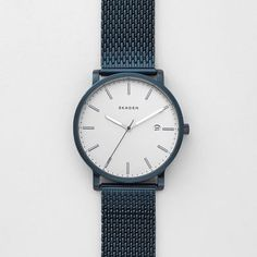 This 40mm Hagen features a sandblast dial with linear indexes, three-hand movement and a date window. A quick-release-pin construction makes it easy to interchange the blue IP-plated steel-mesh strap with any 20mm watch strap.