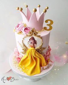 Silene Bezerra Bajen bezerrabajen Cinderela Princess Cake - Gluka Pies - # Ca Disney Princess Birthday Cakes, Birthday Cake Girls, Princess Belle Cake, Princess Party, Easy Princess Cake, Princess Theme Cake, Princess Cupcakes, Women Birthday, 25th Birthday