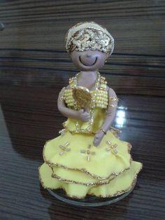 Orixá em biscuit, representando Mãe OXUM