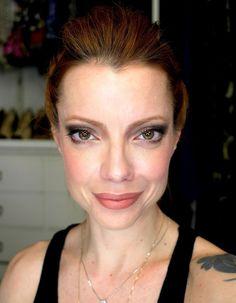 Julia Petit Passo a Passo Preto e Dourado - maquiagem