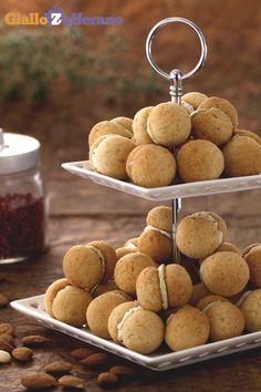 I nostri BACI DI DAMA SALATI (savory lady's kisses) sono una golosa versione dei classici dolci, profumati al #parmigiano e uniti con #formaggio cremoso. #ricetta #GialloZafferano #antipasto #italianfood #italianrecipe