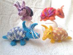 """Armadillo amigurumi. Personalizados, basados en el patrón """"ROLL-UP ARMADILLO a free crochet pattern by Luna"""". http://www.ravelry.com/designers/kati-galusz"""