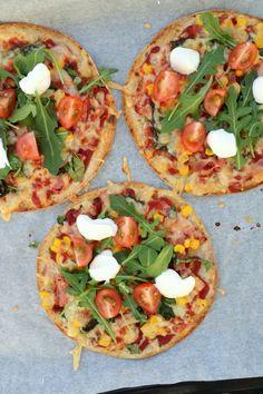 Enkel lompepizza med skinke - LINDASTUHAUG Feta, Cupcakes, Vegetable Pizza, Tacos, Food And Drink, Healthy Recipes, Healthy Food, Yummy Food, Lunch