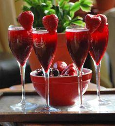 Marion Blackberry Bellini - elegant and delish! Summer Drinks, Fun Drinks, Alcoholic Drinks, Beverages, Cocktails, Cocktail Drinks, Girls Night Drinks, Marionberry, Best Green Smoothie