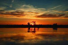 """Sunset over the Odra river"" by Radoslaw Dranikowski (http://35photo.ru/photo_1859365/#author/1859365)"