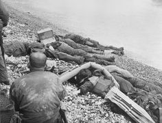 Dead Soldiers on Omaha beach on D-Day, 6 June They were members of the Battalion, Infantry Regiment, Infantry Division. Us Marines, D Day 1944, Omaha Beach, D Day Normandy, Normandy France, Normandy Invasion, D Day Landings, Ww2 Pictures, Ww2 Photos
