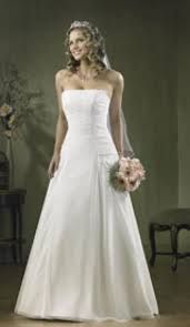 Imagini pentru rochii de mireasa simple care te fac inalta