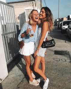 outfit for promo night of sorority recruitment Cute Friend Pictures, Best Friend Pictures, Cute Photos, Foto Casual, Cute Friends, Best Friend Goals, Girl Gang, Look Cool, Besties