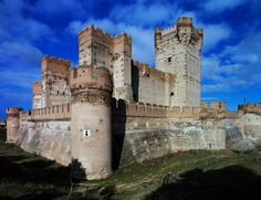 Mota -Spain-  This delightful gothic castle near the Rueda and Ribera del Duero wine regions is where Juana la Loca (Jane the Mad) lived and over the years has changed its hat from being a royal residence, prison and these days is used for special events and art exhibitions.