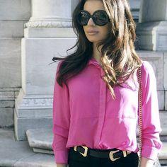 Idée look glamour : chemise rose oversize avec slim noir et lunettes rondes >> http://www.taaora.fr/blog/post/quelle-tenue-avec-une-chemise-rose-pantalon-noir #look #outfit