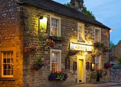 The Peacock Bakewell Bed and Breakfast, Near Matlock in Derbyshire British Pub, British Isles, Places To Travel, Places To Go, English Village, English Cottages, English Inn, Uk Pub, England