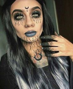 12 Creative DIY Halloween Makeup Ideas: #6. DARK WITCH MAKEUP