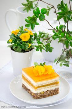Brzoskwiniowy sad to ciasto dla osób, które podobnie jak ja, lubują się w ciastach wielowarstwowych. Przygotowane na pysznym, wilgotnym spodzie orzechowym z Phyllo Dough, Walnut Cake, Pastry Cake, Vanilla Cake, Cheesecake, Pudding, Sweets, Baking, Peaches
