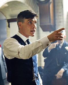 Peaky Blinders Cillian Murphy was already a A-class actor before the gangster drama exploded on our television scenes, but he's blown us all away with his portrayal of Tommy Shelby. Peaky Blinders Tommy Shelby, Peaky Blinders Thomas, Cillian Murphy Peaky Blinders, Cillian Murphy Movies, Peaky Blinders Series, Peaky Blinders Quotes, Aaron Warner, Boardwalk Empire, Hot Actors