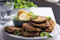 50 nejlepších receptů s mletým masem | Apetitonline.cz Salmon Burgers, Steak, Menu, Chicken, Ethnic Recipes, Foods, Diet, Menu Board Design, Food Food