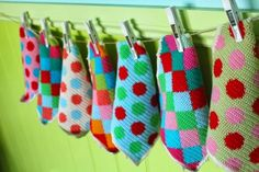 Happy cheerful Washcloths made by little woollie. Love it! Her pattern for the harlequin ones can be found here littlewoollie.blo...