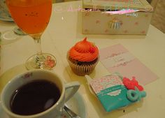 La hora del té. Baby shower de una niña. Cupcakes de @All You Need Is Cupcakes ideales para compartir