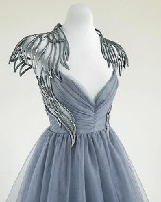 gorgeous gowns Absolutely in awe of this hand sculpted angel gown by Linda Friesen Pretty Outfits, Pretty Dresses, Beautiful Dresses, Costume Athena, Dress Outfits, Fashion Dresses, Fashion Clothes, Fashion Fashion, Fashion Women