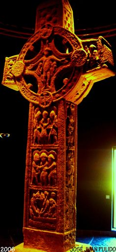 Museo de Glendalough en la República de Irlanda. Cruz celta Glendalough Museum in the Republic of Ireland Celtic cross