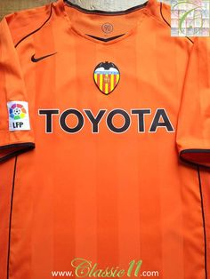 Relive Valencia's La Liga season with this vintage Nike away football shirt. Classic Football Shirts, Vintage Football Shirts, Valencia Football, School Football, Vintage Nike, Black Trim, Champions League, Soccer, Japanese