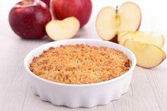 Facile da preparare, morbido al centro e croccante in superficie, il crumble di mele, noto anche come apple crumble, è un dolce tipico inglese dalle numerose varianti. Ecco come prepararlo.