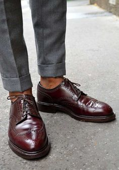 File under: Trousers, Sockless, Wing tips, Oxfords, Brogues Best Shoes For Men, Men S Shoes, Sock Shoes, Shoe Boots, Leather Men, Leather Shoes, Crockett And Jones, Style Masculin, Formal Shoes