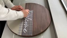 Wooden Door Signs, Painted Wooden Signs, Diy Wood Signs, Vinyl Signs, Pallet Signs, How To Apply Vinyl To Wood, Wood Crafts, Wood Board Crafts, Wood Boards