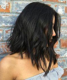 Seleccionamos algunas ideas en peinados para aquellas que tienen o van a teñirse su cabello de negro.