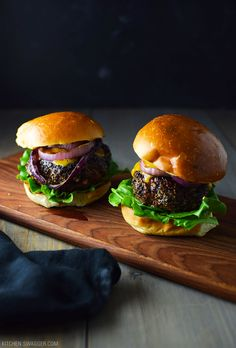 Simple pepper crusted blue cheese burgers made with grass-fed beef, grilled onions, lettuce, cheddar cheese, and chipotle mayonnaise. Sponsored by PRE Brands. Lemon Butter Sauce, Butter Recipe, Grilled Lemon Pepper Chicken, Smash Recipe, Chipotle Mayonnaise, Blue Cheese Burgers, Cheeseburger Recipe, Pan Seared Scallops, Sammy