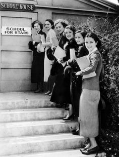 Nan Gray, Olivia de Havilland, Maxine Doyle, Dorothy Dare, June Marteland June Travis (from top to bottom) lining up at the entrance to the Warner Bros Acting School in Hollywood, California on May 6, 1935