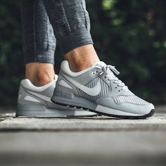 A 'Pure Platinum' Nike Pegasus for the ladies is available now from  @titoloshop