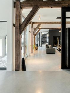 The atmosphere. Nice floor, combination of wooden beams with a slender interior - Vincent Bennett Architecture Classique, Interior Architecture, Interior And Exterior, Interior Design, Moderne Lofts, Wood Interiors, Concrete Floors, Concrete Wood, Polished Concrete