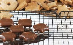 Przepis na sprawdzone pierniczki, które już po upieczeniu są miękkie i puszyste. Zobacz mój przepis na domowe pierniczki alpejskie. Pavlova, Waffles, Pudding, Cookies, Baking, Breakfast, Desserts, Recipes, Food