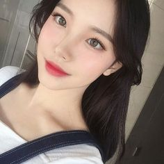 Image in Asian Girl collection by Alice on We Heart It girl Korean Makeup Tutorial Korean Makeup Tips, Korean Makeup Look, Korean Beauty, Asian Beauty, Korean Makeup Ulzzang, Asian Makeup Natural, Ulzzang Hair, Asian Eye Makeup, Ulzzang Korean Girl