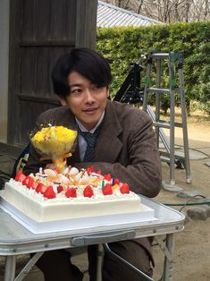 Takeru Sato, Happy Boy, Acai Bowl, Birthday Cake, Breakfast, Desserts, Food, Actors, Wallpaper