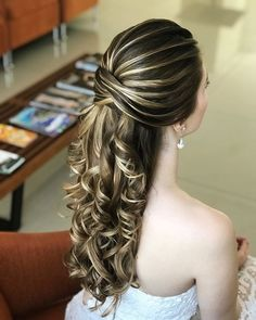 Wedding Hairstyles 15 Unbelievable Long Curly Wedding Hairstyles to Look Spectacular on Your Big Day Curly Wedding Hair, Elegant Wedding Hair, Wedding Hairstyles For Long Hair, Bridal Hair, Glamorous Wedding, Classy Hairstyles, Bride Hairstyles, Pretty Hairstyles, Straight Hairstyles