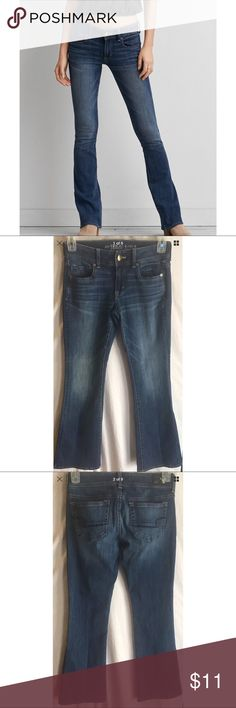 """American Eagle Womens Kick Boot Jeans Size 4 Short Women's American Eagle Kick Boot Stretch jeans size 4 short dark wash with gorgeous whiskering and sandblasting   Style#: 2188404835 from 04/2016   Measurements-  Waist: 28""""  Rise: 8""""  Inseam: 29""""     Customer service is my #1 priority! I strive to not only meet, but to exceed the standard. If for any reason you are unhappy with your order, I will make it right!    Thank you for supporting small business! American Eagle Outfitters Jeans Boot…"""