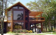 casas de madeira fachada de vidro e madeira