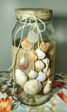 Potes de vidro de 3 litros ,decorados com tecido. Seashell Art, Seashell Crafts, Beach Crafts, Fun Crafts, Diy And Crafts, Shell Decorations, Decoration Table, Centerpiece Ideas, Wine Bottle Crafts