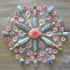 crystal mandala from Crystal Magic, Crystal Grid, Crystal Healing, Crystal Castle, Crystal Wall, Crystals And Gemstones, Stones And Crystals, Gemstones Meanings, Images Esthétiques