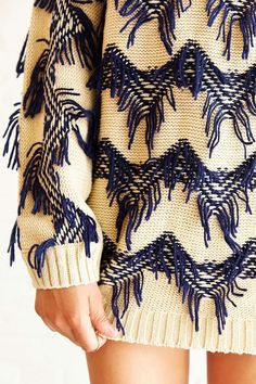 MINKPINK Lost In Space - textured pullover sweater - Urban Outfitters Knitwear Fashion, Knit Fashion, Sweater Fashion, Textiles, Pull Sweat, Mode Inspiration, Knitting Designs, Knit Patterns, Pulls