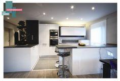 cuisine laque + ardoise   B_indoor   www.b-indoor.com/ #decoration #design #agencement #contemporain #art #mobilierdesign #amenagement #plans #cuisine #kitchen #plandetravail #credence #electromenager #parquet #carrelage #faience #grescerame